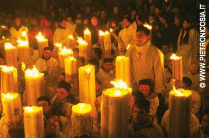 Sant'Agata a Catania, fedeli con ceri esprimono  la propria devozione (© Foto di Pietro Nicosia)